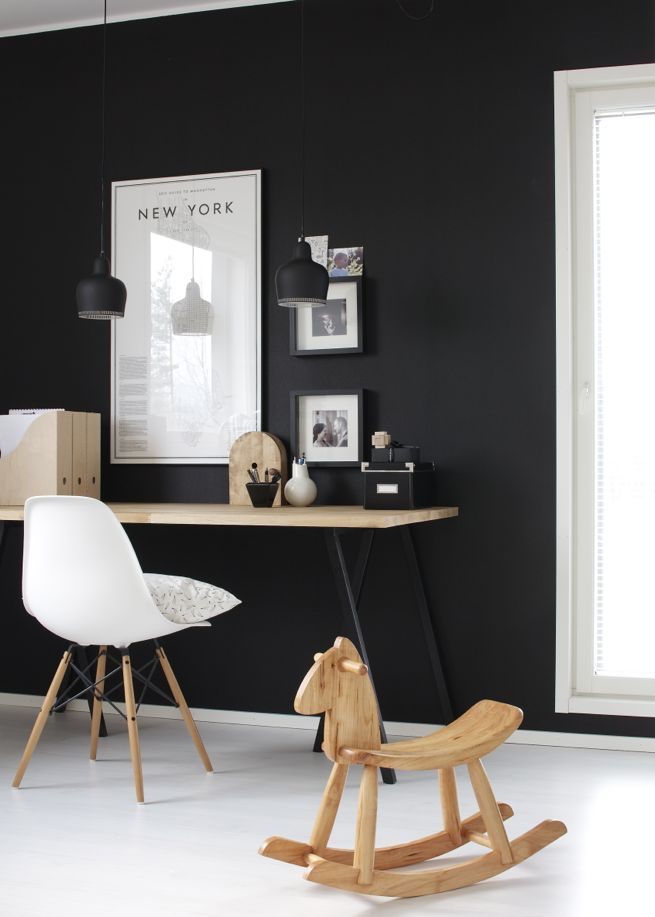 black-is-back-interior-workspace-quarter-creativ